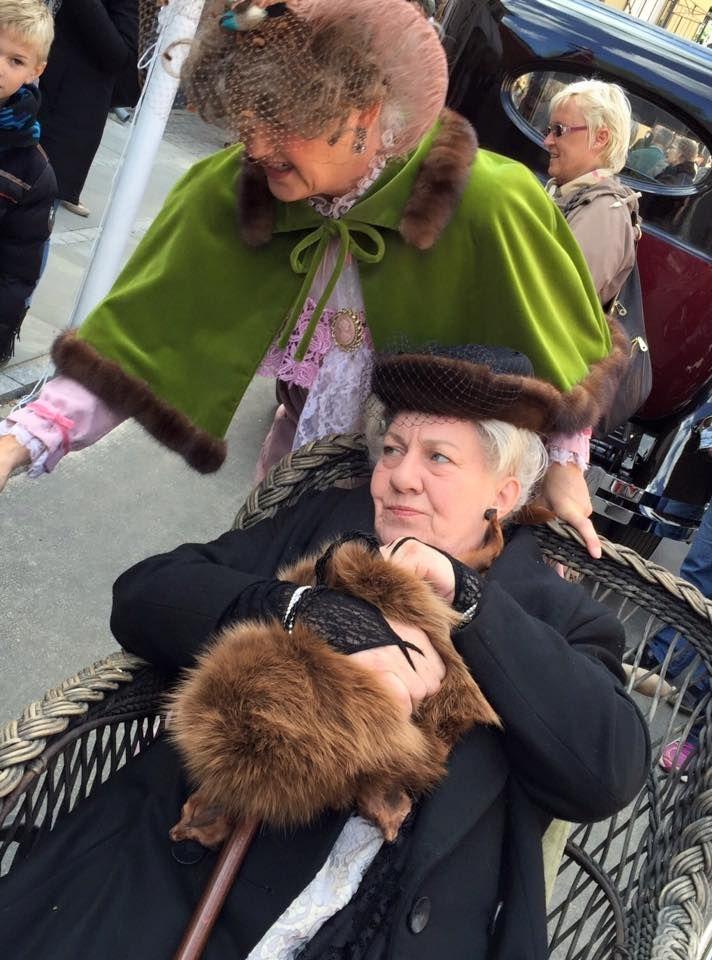 Damerne Møghe, Korsbæk på Bakken