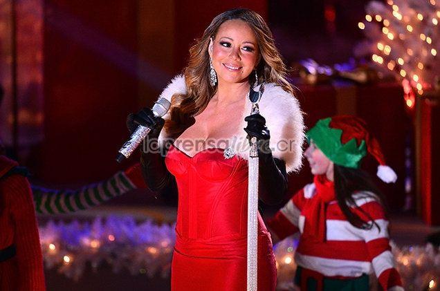 """Pero al fin y al cabo, canciones que solo se recuerdan en esta época. (Benjamín Núñez Vega)   """"Son muchas las curiosidades que encierra esta canción, la primera de ella es que fue hasta este 2017 cuando el tema se logró posicionar entre los 10 más escuchados, esto según el ranking de la revista Billboard.""""  Las curiosidades del tema navideño de Mariah Carey https://www.laprensalibre.cr/Noticias/detalle/128379/las-curiosidades-del-tema-navideno-de-mariah-carey"""