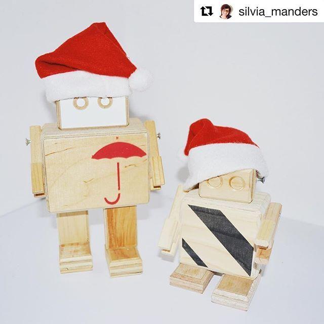 Hohoho! Staat bij jullie de boom al? Wij komen steeds meer in de kerstsferen 🤗 👌🤖🎅🏻🎄 dank voor de foto Silvia! ・・・ #Repost @silvia_manders ・・・ Merry Christmas @rijkswachters! 🤖🎅🏻🎄 #rijkswachters #rijksmuseum #hout #robot #kerstmuts #recycle #upcycle #art #kunst • #rijkswachter #rijkswachters #robot #design #dutchdesign #rijksmuseum #upcycle #recycle #reclaimed #bots #museum #hergebruik #interior #interiordesign #inredning #inredningdesign #art #arttoy #duurzaam