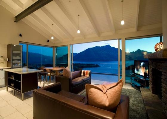 "This is a beautiful ""nest apartment"" rental overlooking the lake in Queenstown, New Zealand.---beautiful!!"
