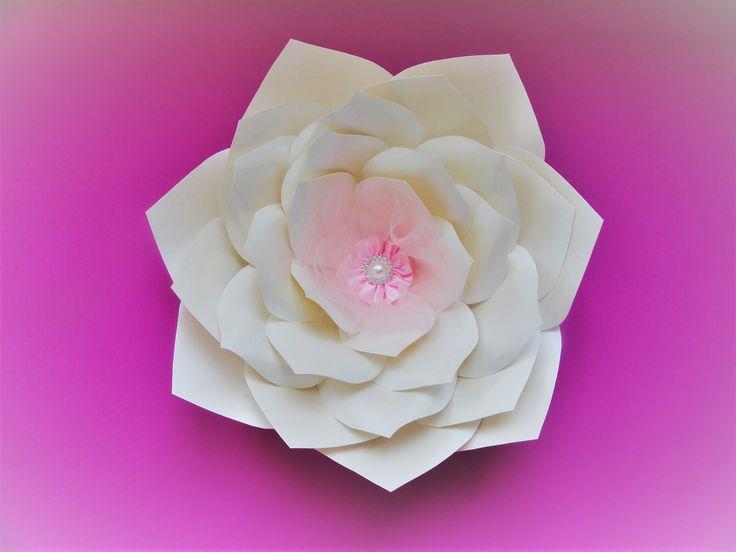 Veginca. Paper flower