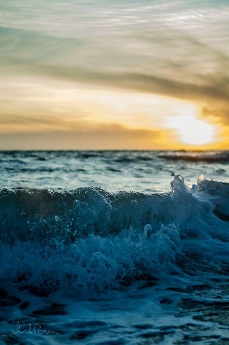 Henley Beach waves make great photos!