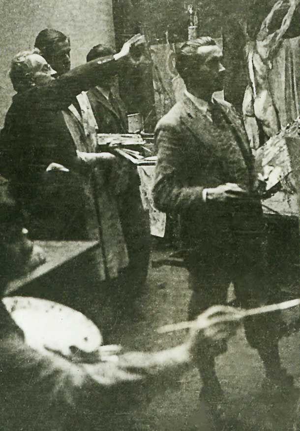 Józef Mehoffer podczas zajęć malarskich ze studentami