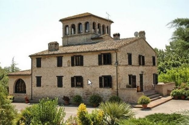 Villa with tower from the 17th century