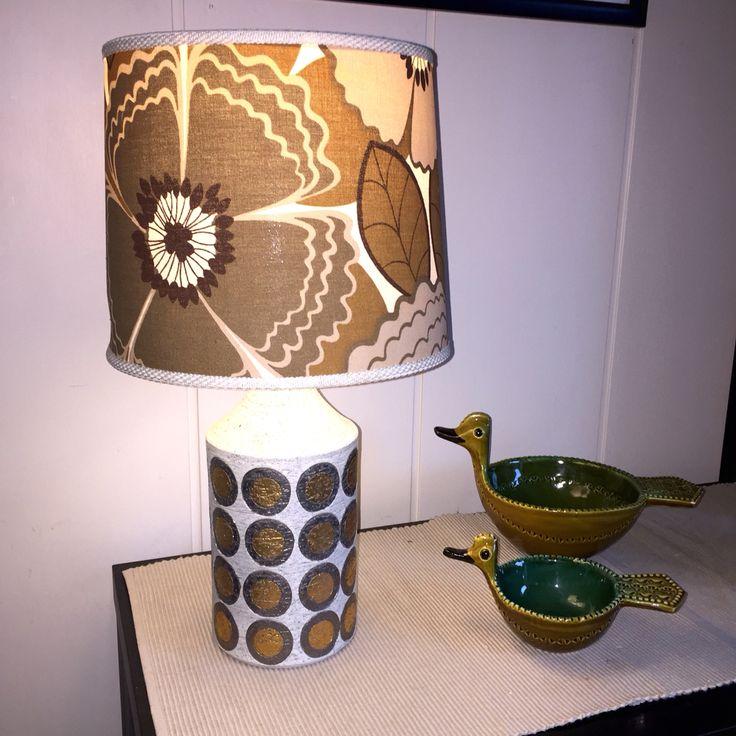 Bitossi Ikano lamp base with original shade. Mid-Century Italian Ceramics. Aldo Londi.