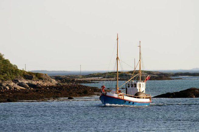 """Båter fra Kjerstad.   """"MARGIT"""" på vei inn mot havna på Forosbukta 06.06.2013. """"MARGIT"""" returnerer fra slipsetting ved Hamnvik på   Rolla."""