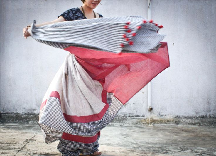 #sari #saree #sanjukta #khadi #checks #traditional #textiles #photography #fashion #drape #khadifestival #fluid
