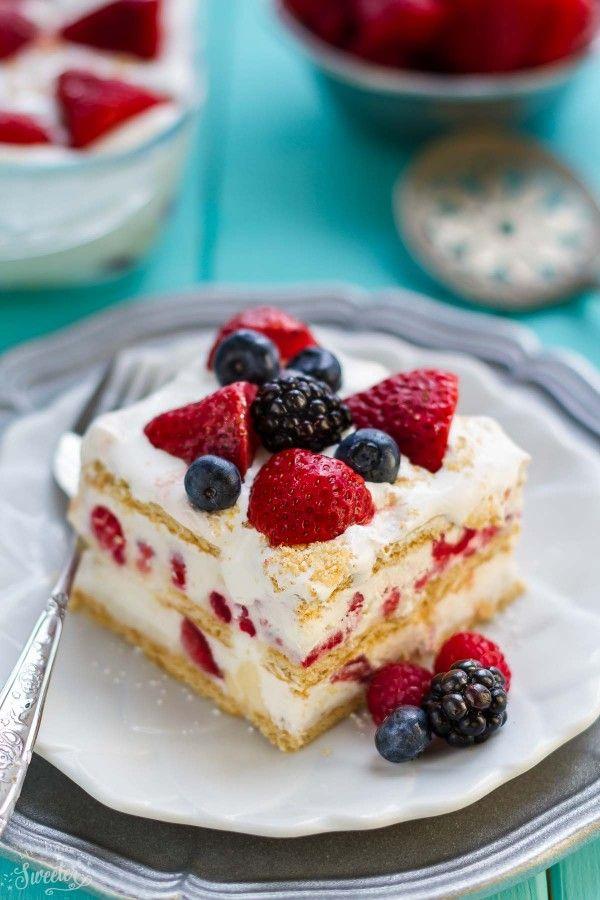 Нет Выпекать Смешанные Берри Icebox торт не делает идеальный легкий десерт для лета.  Лучше всего, сделано с помощью нескольких ингредиентов и хитом для летних potlucks и барбекю!