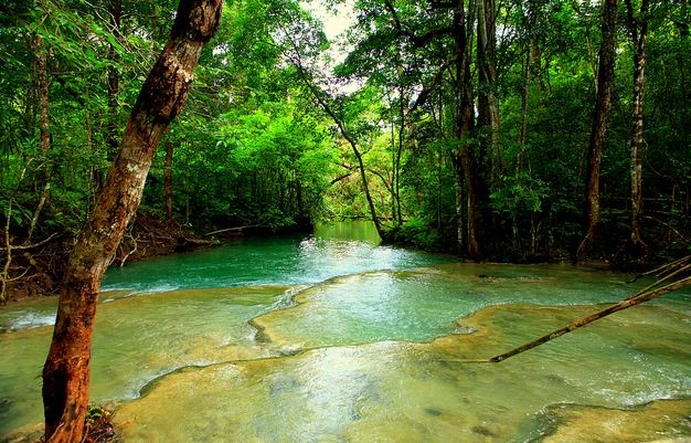 Air terjun mata jitu di pulau moyo - sumbawa, ntt