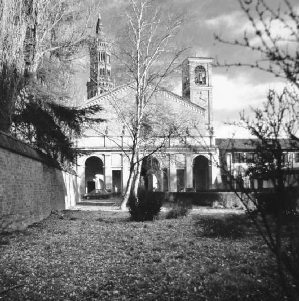 Abbazia di Chiaravalle - facciata - due torri