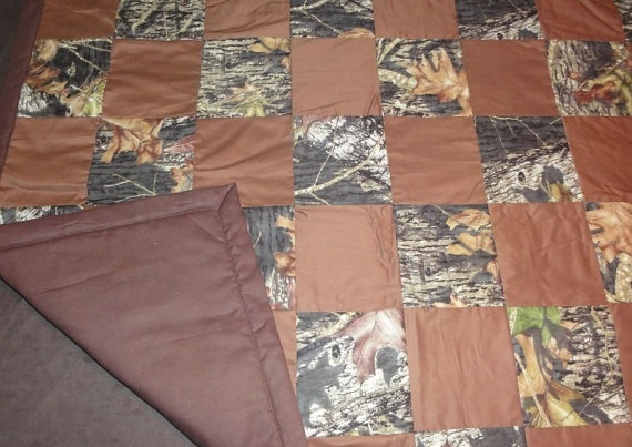 Underside Snowcamo, Camo Blankets, Nice Quilt, Quilt Projects, Camo Stuff, Camo Jeans, Snow Camo, Having Twins, Jeans And Camo Quilt