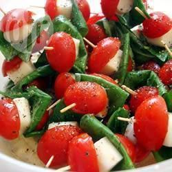 Mozzarellaprikkers met tomaat en basilicum @ allrecipes.nl