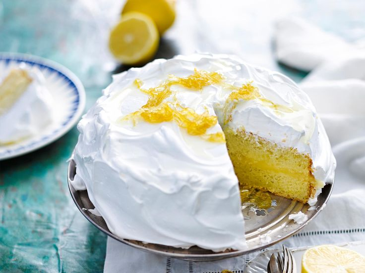 Indulge in this deliciously decadent lemon meringue cake. Topped with sugary meringue and sweet candied lemon, this is perfect for any special event or family barbeque!