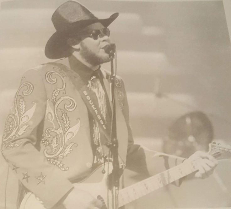 """Hank Jr at """"The 22nd Annual of Country Music Association"""" awards show on October 23, 1988. He won """"Album of the Year"""" for """"Born To Boogie"""" and his second """"Entertainer of the Year""""."""
