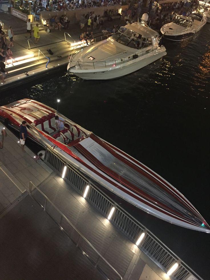 Cigar boat
