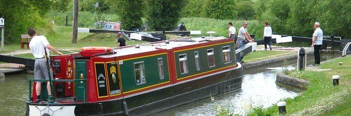 England Canal Boat Holidays UK - Boating and Barge Holidays in England