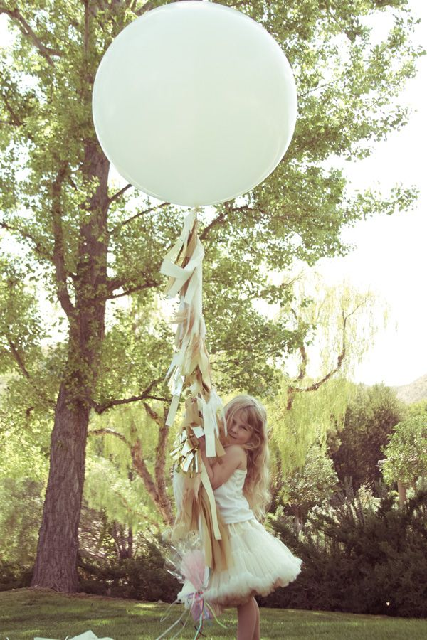 These DIY fringe balloons are stunning! Great for outdoor wedding decor
