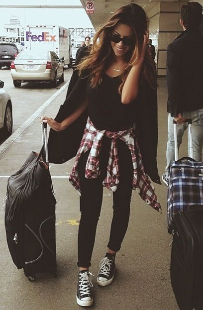 Keepin' it cute and casual at the airport.