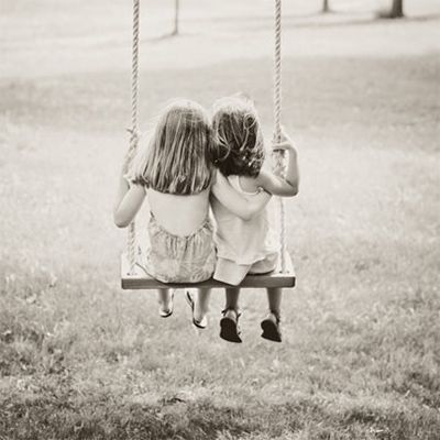 I love tree swings....Kids would love this...too bad we don't have a big enough tree!!