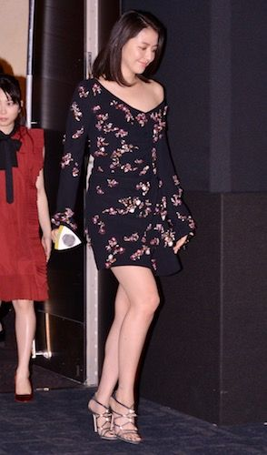 [写真] 長澤まさみ、目を引く大胆な衣装で登場も「女子アナはきっと無理」(MOVIE Collection[ムビコレ]) - エキサイトニュース