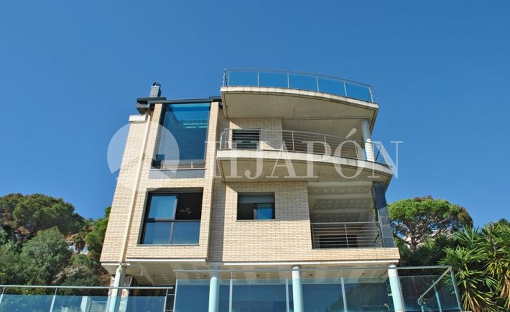 Exclusive, upscale property for sale in Badalona; located in the high-end neighbourhood of Mas-Ram