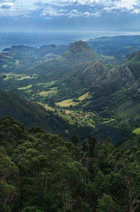 Valle Montealea desde el mirador del Fito. Principado de Asturias. ©César Lucas Abreu.