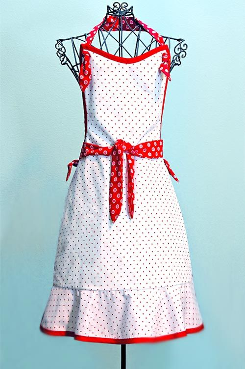 FREE Pattern for this vintage-styled apron.  Download the pdf (link in the post) and follow their directions to create this.