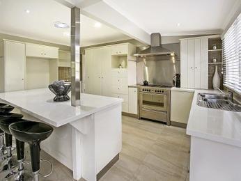 Modern open plan kitchen design using laminate - Kitchen Photo 8666333