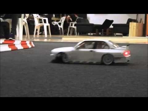 """Ein neues Video aus der """"RC Drift Arena"""" in Mönchengladbach - jede Menge sportliche RC Drift Cars und Muscle Cars! --- www.feenfluegelt-v.de"""