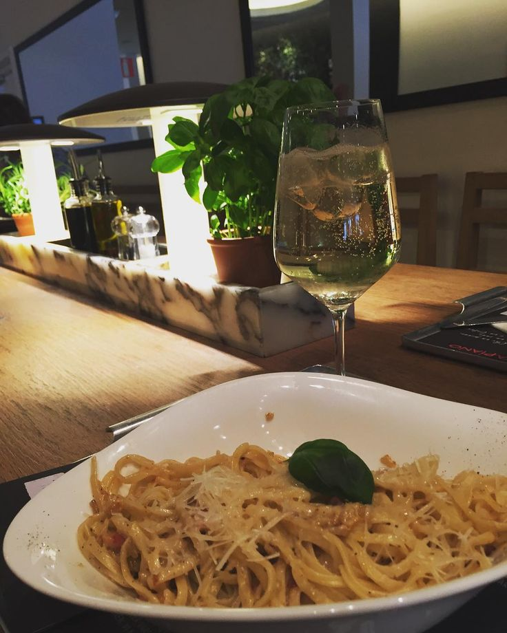 Lunch and shopping with My Freyja���� #lunch #vapiano #carbonara #pasta #shoppa #shopping #with #a #lovely #friend #täbycentrum #galleria #lördag #saturday #spend #some #money #drink #drinks #food #foodporn http://w3food.com/ipost/1508653251988361252/?code=BTv0CO2ARAk