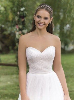 Stunning A-line wedding gown with delicate tulle overlay and beautiful details to the bodice, style 6158 by Sweetheart- Justin Alexander