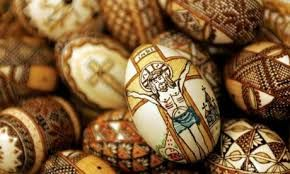 No doubt, many of you will be spending some time this weekend dyeing eggs for #Easter. This tradition dates back at least to the #MiddleAges (with likely roots in pre-Christian tradition). Eating eggs was forbidden during #Lent so any eggs that were laid by hens during this time would be hard boiled in order to preserve them. It became popular to dye the surplus eggs shades of red to symbolize the blood of Christ or green to symbolize the arrival of Spring.