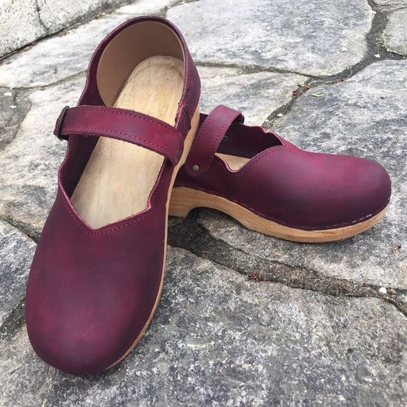 Sven Clogs, burgundy Nubuck leather, Euro 40 Super cute and über comfortable, these Mary Jane style closed back clogs are perfect for long days of walking and standing. Genuine Nubuck upper, wooden base, and rubber sole. Handcrafted in the USA in the old Swedish style. They are well loved, but still have lots of life in them! Minor discoloration in the leather and one of the decorative leather insoles is missing. Euro 40/US 10, but I wear a 9 and liked the easy slip-on fit. Feel similar to…