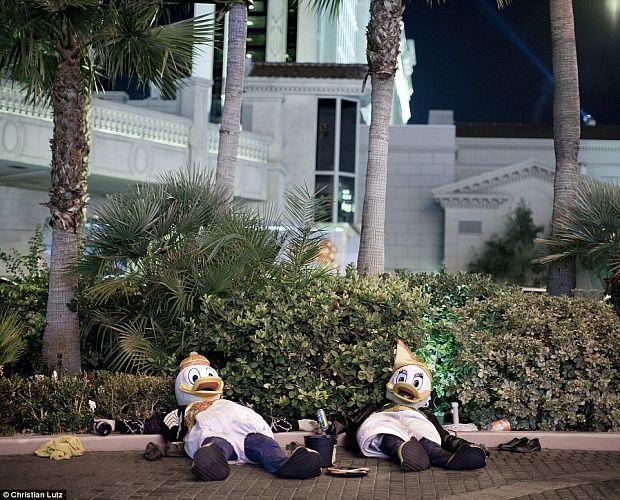 Темная сторона Лас-Вегаса в серии снимков без джекпотов и блесток #лайфхаки #технологии #вдохновение #приложения #рецепты #видео #спорт #стиль_жизни #лайфстайл