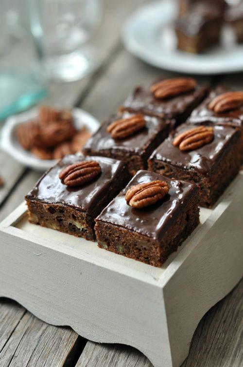 Diós-banános csokis süti hmmm - http://www.nlcafe.hu/gasztro/20150301/desszert-banan-recept-konnyu/