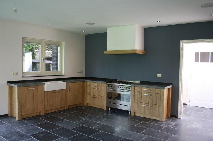 Prachtige keuken, landelijke stijl met Leisteen vloertegels, door Natuursteen Meterik.