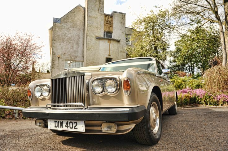 The gold Rolls Royce Shadow for hire in Glasgow http://www.goldchoiceweddingcars.co.uk/