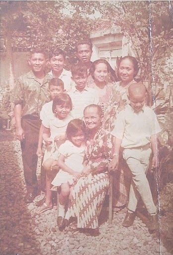 29 Photos Of Baby Barack Obama barry soetoro (adopted by his step father Lolo) all his family of 4 had soetoro last name. from 2yrs old he lived in Islamic Indonesia went to school there. until he was an older teenager.