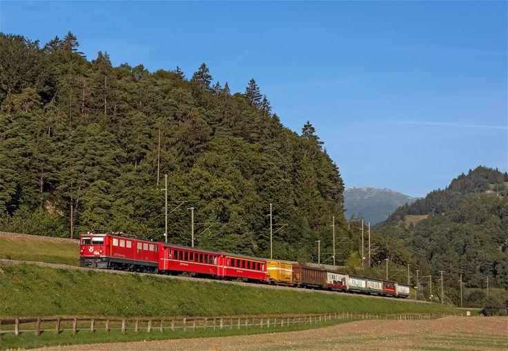 Maurizio Messa | mixed | RhB Ge6/6'' 704 'Davos' si occupa della trazione del misto mattutino tra Ilanz e Chur. Siamo in prossimità di Reichenau il 6 agosto 2015.  RhB Ge6/6'' 704 'Davos' approaches Reichenau working the mixed passenger/freight 4221 (Ilanz-Chur). August 6th, 2015