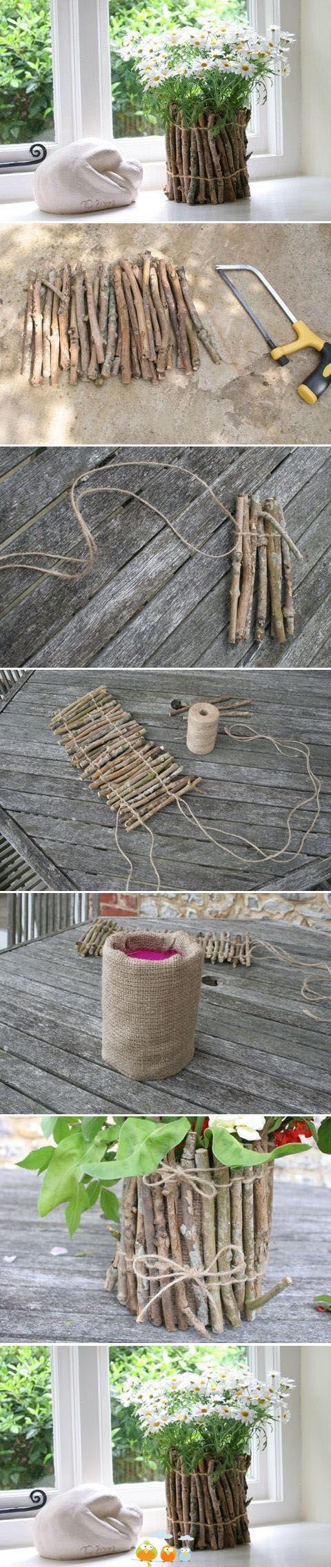 jarrón con ramas secas