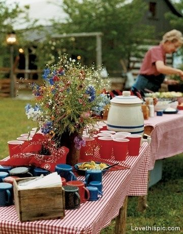 Cute fourth of July decor. Would also be cute for a wedding buffet!