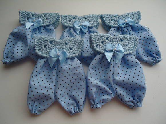 Lembrancinha- Macacão Com Crochê /tecido | Ateliê Lara for Baby | 352B94 - Elo7