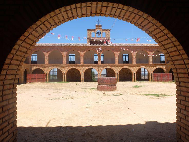 El Viso del Marqués. Plaza de Toros situada junto a la Ermita de San andrés-