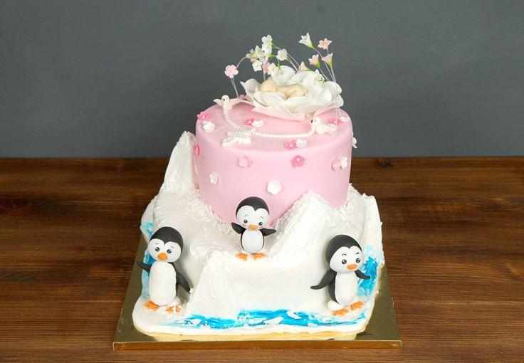 """Детский торт """"Двойной праздник""""  У Вас намечается двойное мероприятие и нужен вкусный и красивый тортик? Наша команда с радостью поможет вам, изготовив потрясающий тортик, который совместит в себе двойное поздравление!  С удовольствием изготовим этот тортик от 2-х кг всего 2250₽/кг. Изготовление #фигуркинаторт младенца включено в стоимость. Стоимость каждой #ФигуркиИзМастики пингвина - 1000₽.  Специалисты #Абелло готовы помочь с выбором красивого и качественного десерта по любому поводу по…"""