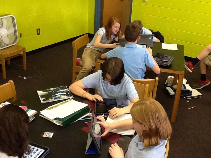 8th graders using online literacy resources and creating digital library cards! #rssmedia