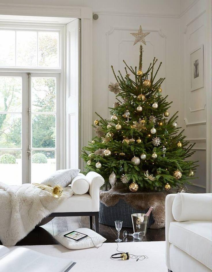 White living room, Christmas tree