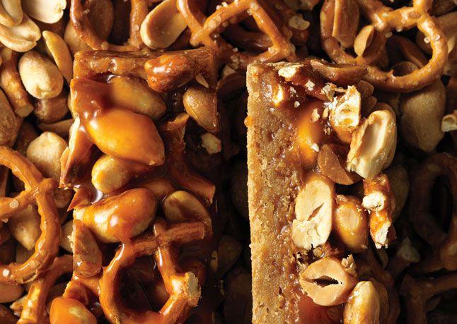 butterscotch blondie bars w/ peanut-pretzel caramelPeanut Pretzels Caramel, Peanutpretzel Caramel, S'More Bar, S'Mores Bar, Caramel Recipe, Blondies Bar, Bar Cookies, Butterscotch Blondies, Sweets Tooth