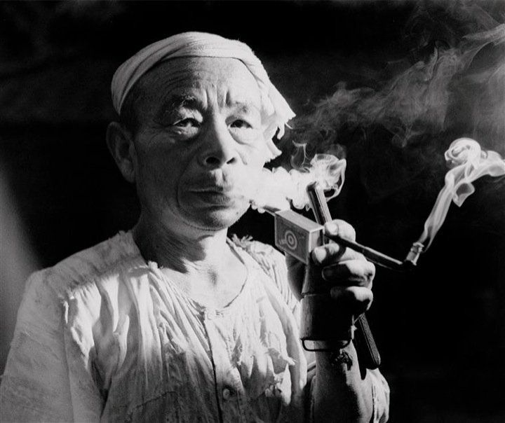 Fumeur de Matsue, Honshu, 1954 - Fosco Maraini