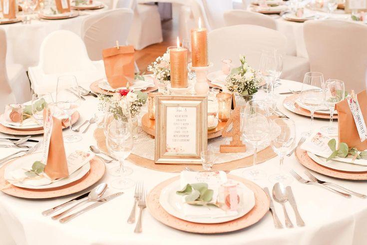Tischdeko in Rosé und Gold bei der Hochzeit  Foto: Marco Hüther