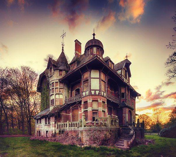 Картинки по запросу заброшенные викторианские дома
